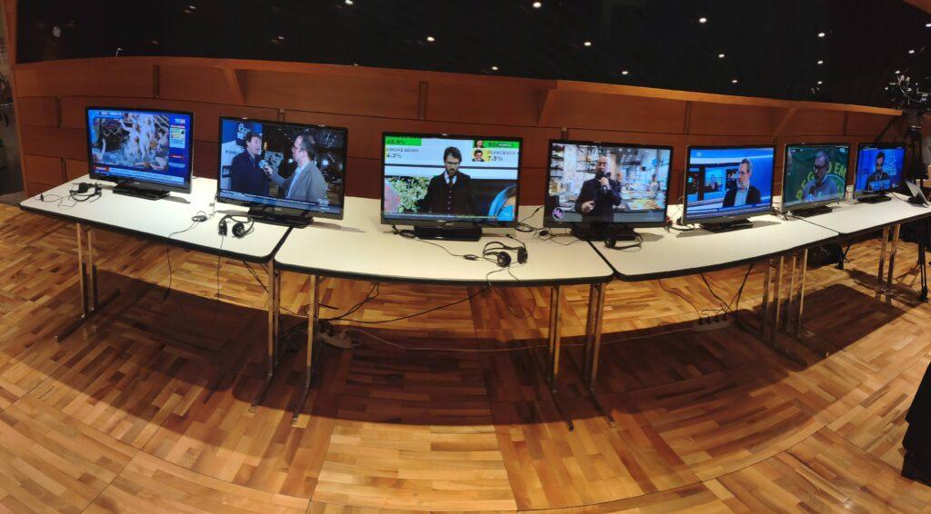 Antennisti esperti che operano in sicurezza - Segnale digitale terrestre Antennista professionista esperto in sicurezza.